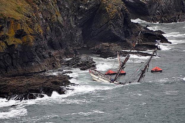 tall ship astrid, imagem do navio astrid naufragado nas pedras