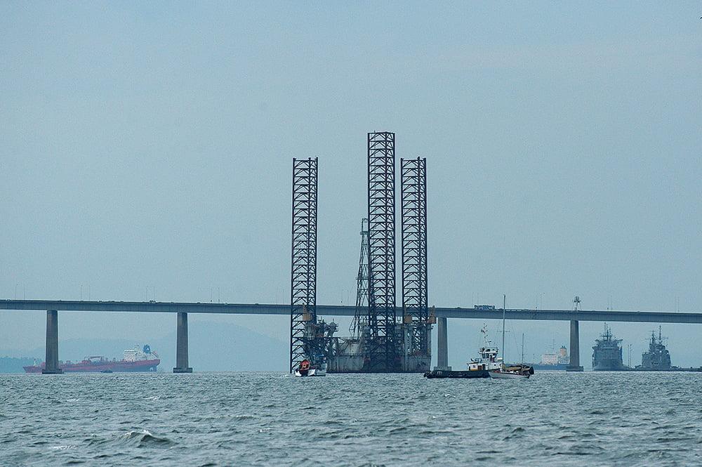 imagem de Plataformas de petróleo na baía de Guanabara
