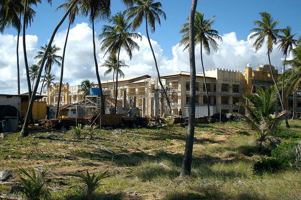 Sul da Bahia, campeão em desmatamento da Mata Atlântica, imagem do hotel iberostar , praia do Forte, Bahia