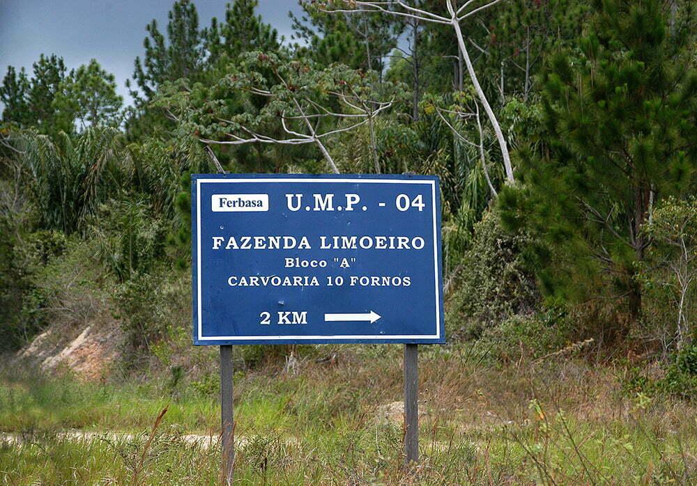 Sul da Bahia, campeão em desmatamento da Mata Atlântica, imagem de placa na estrada