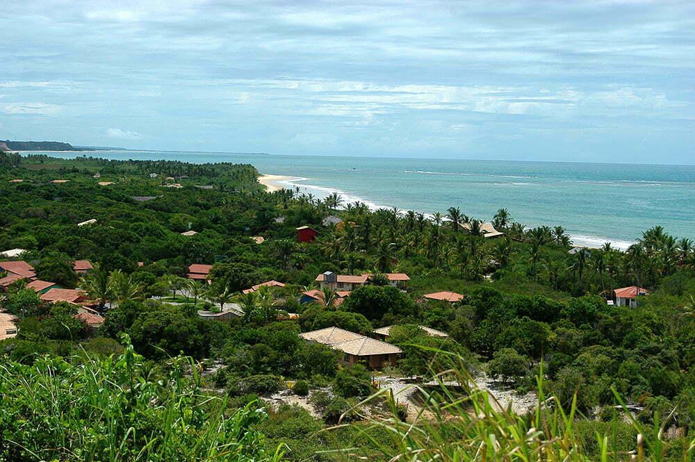 Sul da Bahia, campeão em desmatamento da Mata Atlântica, imagem de restinga ocupada em Trancoso, Bahia