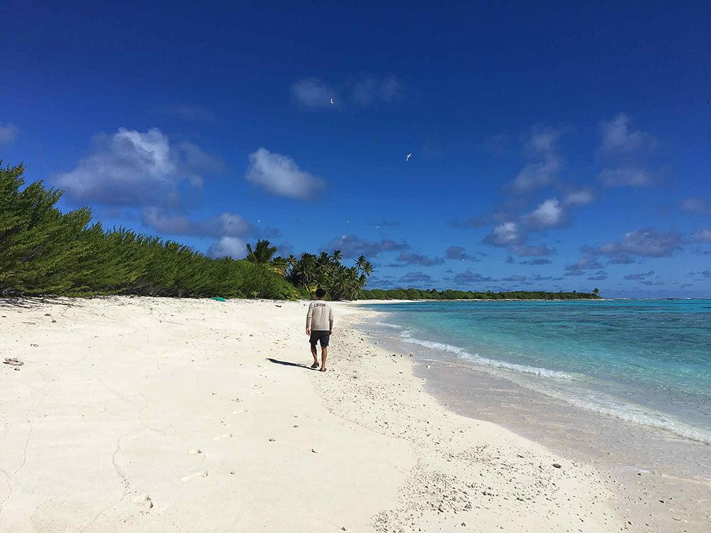 Viagem da Kika, diário de bordo Nº 7, imagem de praia no atol de Oeno