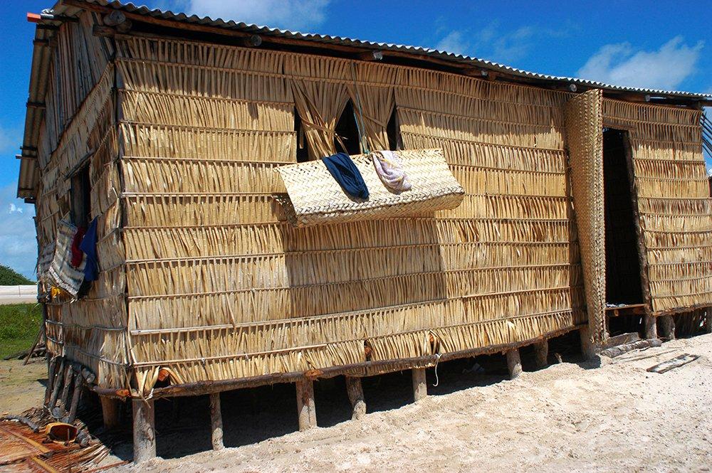 Litoral norte do Maranhão, imagem de casa de palha na ilha dos Lençóis
