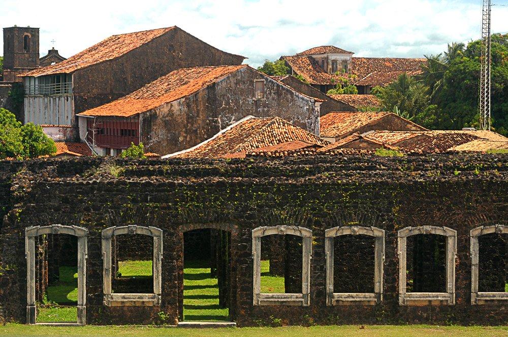 imagem do casario de Alcântara no litoral de São Luís