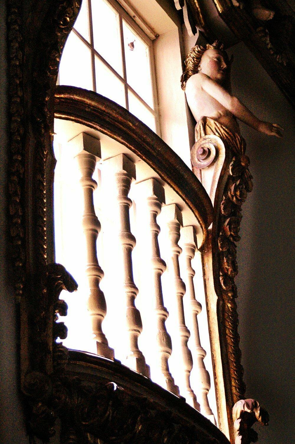 imagem do interior de uma igreja em Alcântara