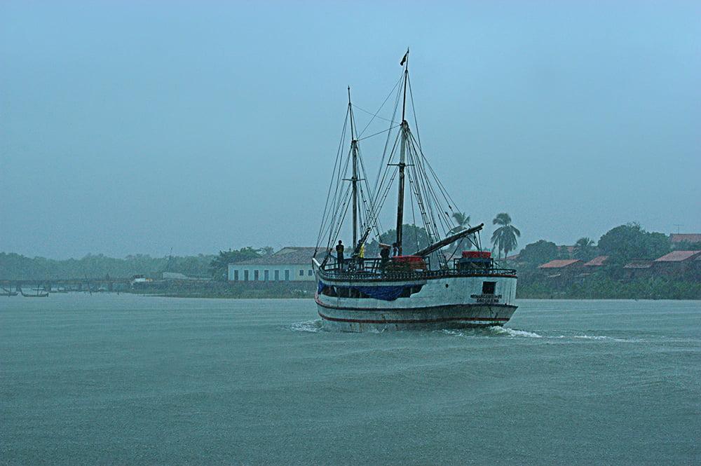 Litoral de São Luís, imagem de barco em alcântara