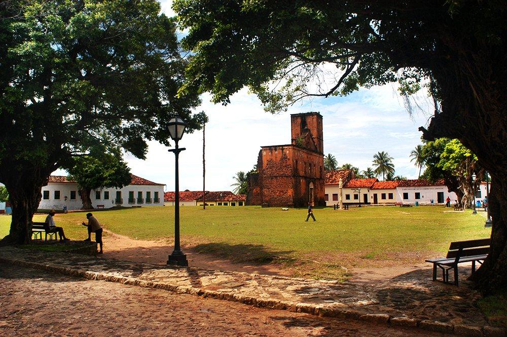 imagem da praça matriz de Alcântara no litoral de São Luís