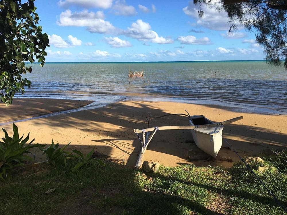 Viagem da Kika, diário de bordo Nº 7, imagem de praia e piroga