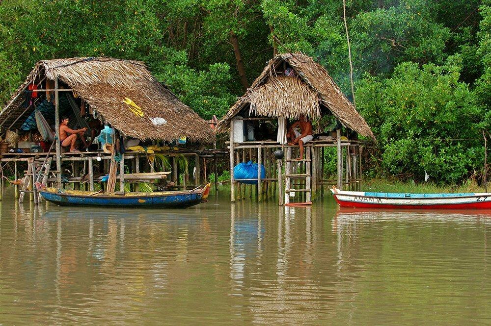 imagem de rancho de pescadores na viagem do Litoral de Belém, no Pará, até São Luís