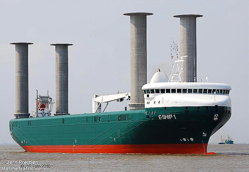 imagem do navio movido a energia eólica,