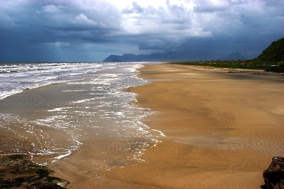 Governos querem gestão privada para parques, imagem de praia na Juréia, SP