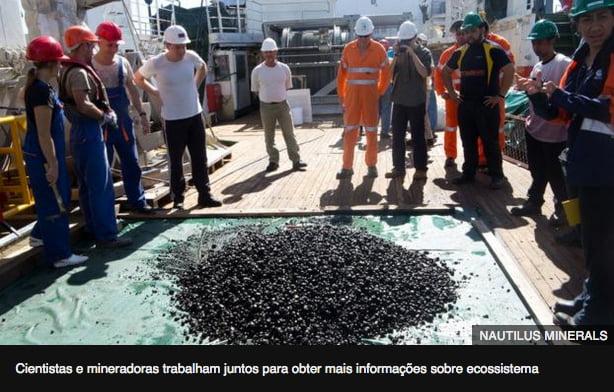 imagen de nódulos de manganês retirados da área Clarion Clipperton, no oceano Pacífico