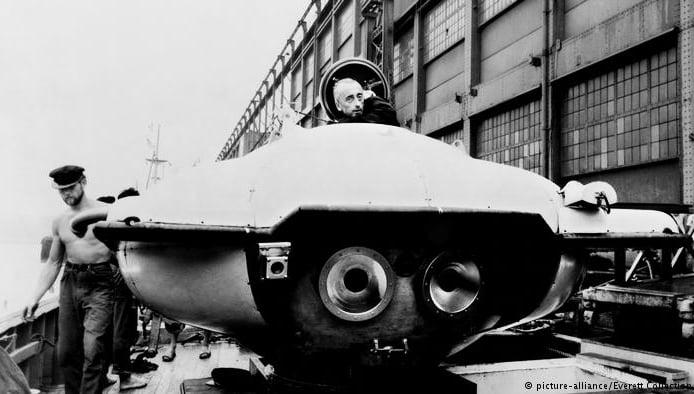 imagem de submarino inventado por Cousteau
