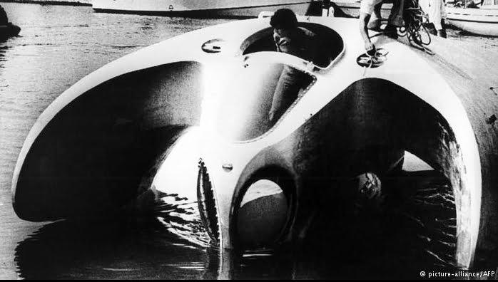 Jacques Cousteau, um surpreendente inventor, imagem de trimarã submarino de Cousteau