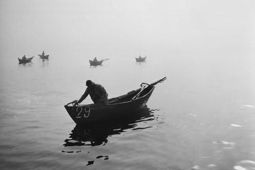 imagem de pescador de bacalhau em um dóri