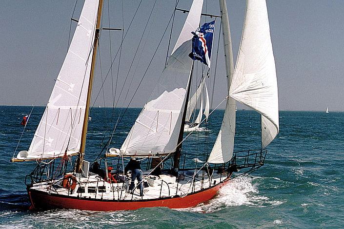 imagem do veleiro joshua, do livro o longo caminho, Dez livros náuticos: todo homem/mulher do mar deveria ler