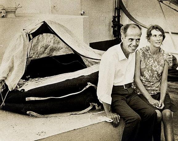 imagem do casal Maurice e Maralyn Bailey que sobreviveram ao mar depois de um naufrágio