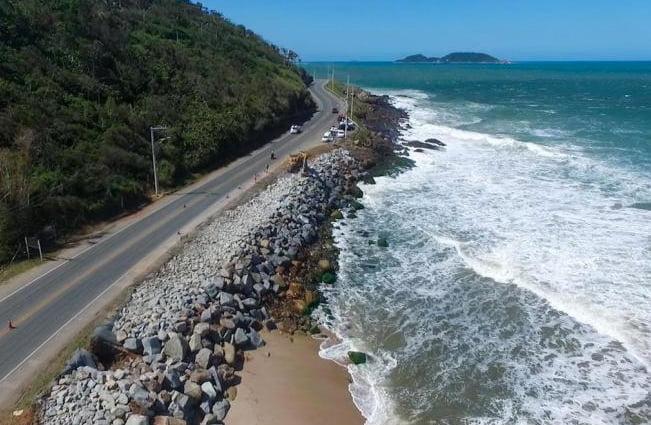 imagem da praia do Caldeirão e erosão, Litoral de Santa Catarina