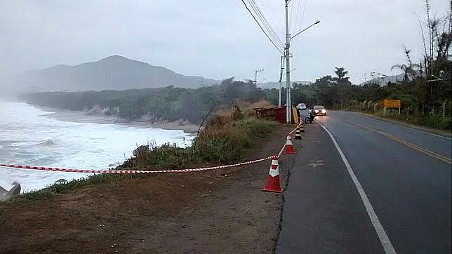 imagem da Praia dos Morro e das Pedras com erosão Litoral de Santa Catarina