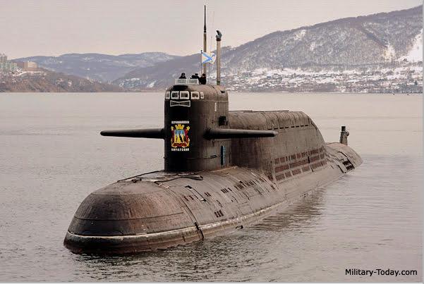 imgem de submarino classe delta navegando