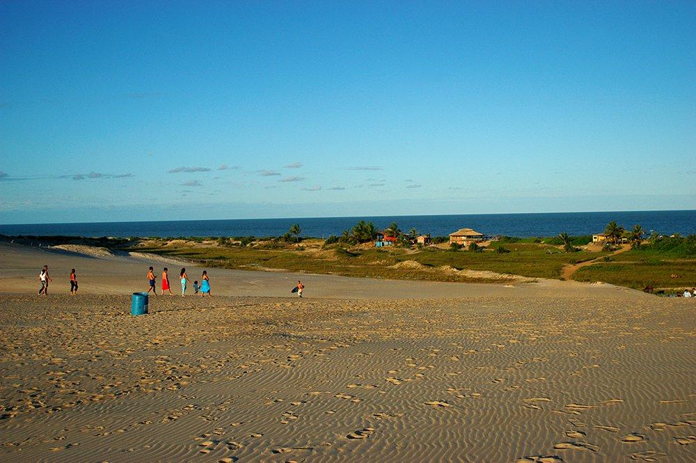 imagem de dunas em Itaúnas