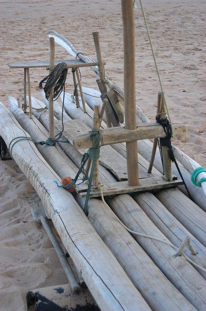 imagem de jangada na praia