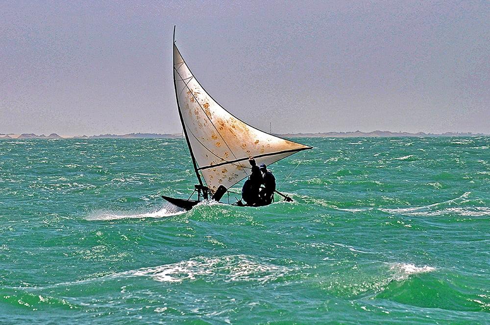 imagem de jangada navegando
