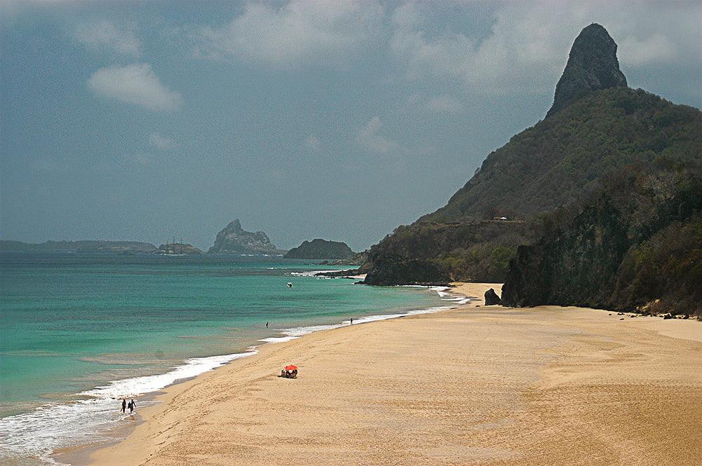 imagem de praia em Fernando de Noronha
