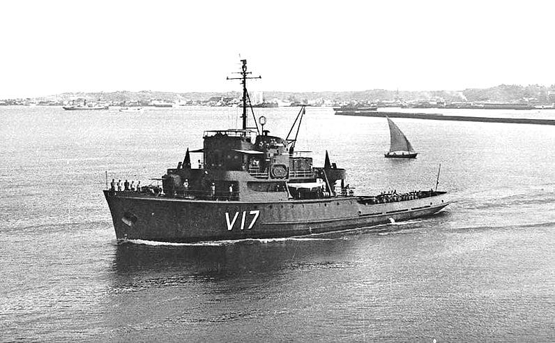 Imagem da corveta Ipiranga na baía de Todos os Santos