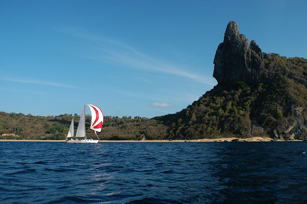 imagem do veleiro Mar Sem Fm em Fernando de Noronha