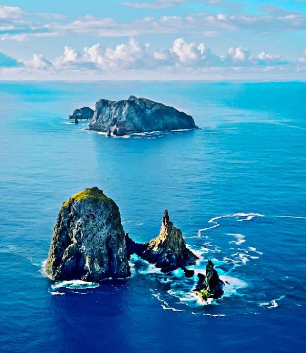 Imagem da ilha de Martim Vaz, parte do arquipélago de Trindade e Martim Vaz