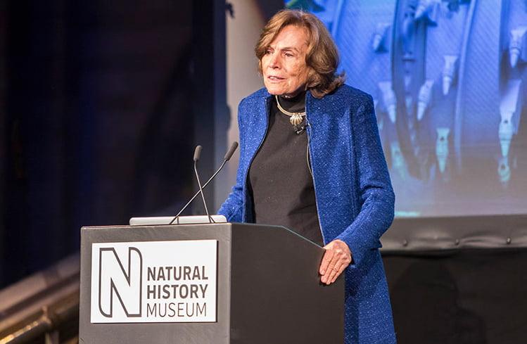imagem de Sylvia Earle em palestra no Museu de História Natural de Londres