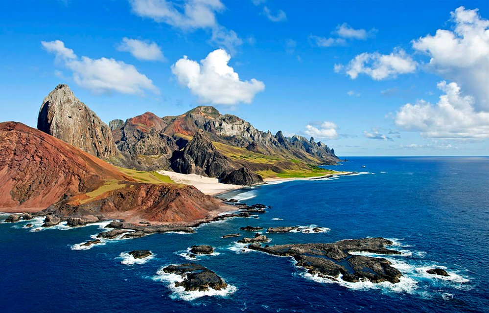 Imagem da ilha de Trindade uma das ilhas oceânicas brasileiras