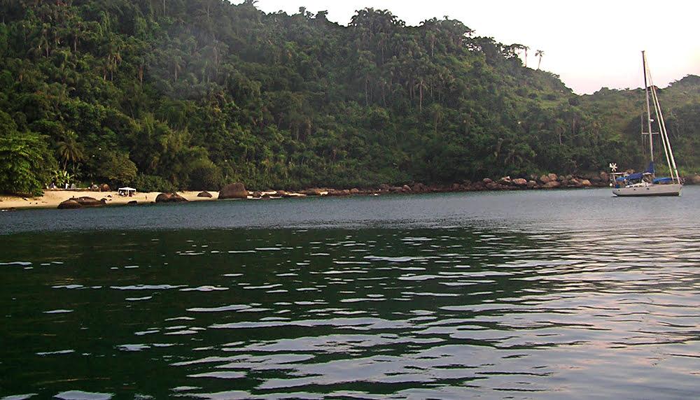 Imagem da ilha das Couves, Ubatuba