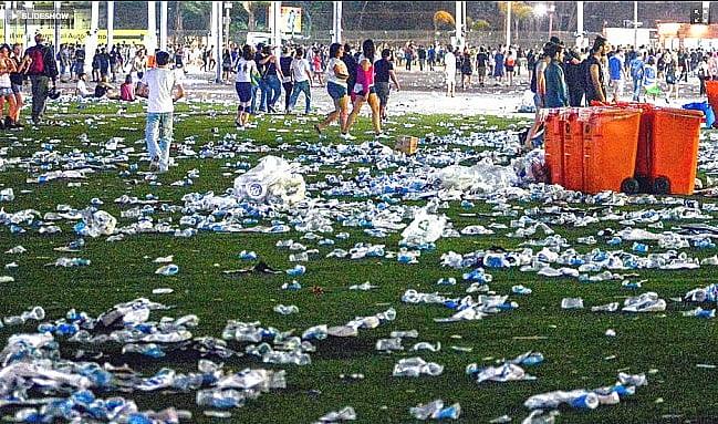 imagem de lixo plástico do rock in rio