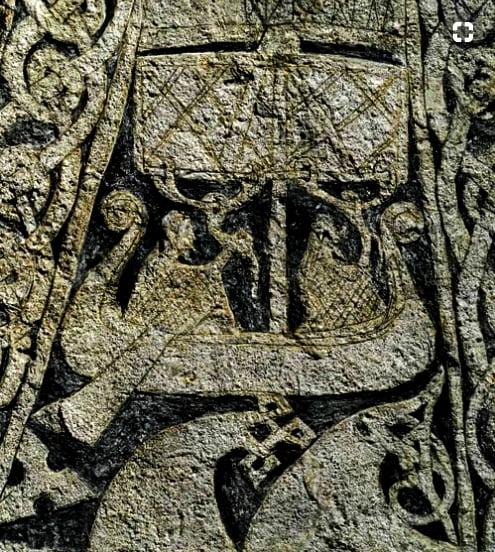 imagem de barco esculpido em pedra na ilha Gotland