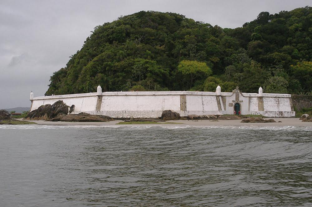 imagem da Fortaleza de Nossa Senhora dos Prazeres na ilha do Mel