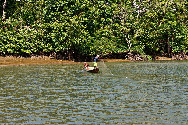 imagem da pesca artesana,l e seus malefícios em rio do Pará