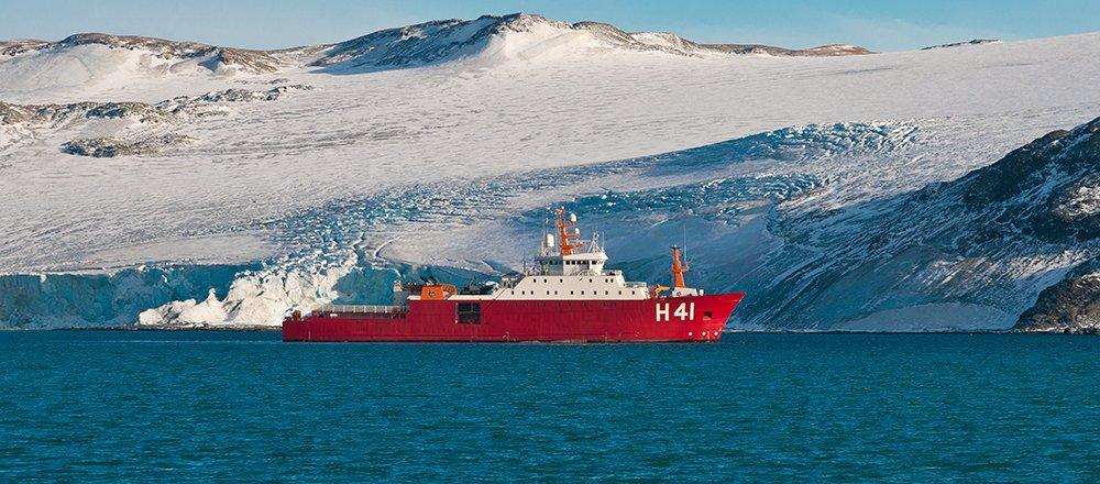 imagem do navio comandante maximiliano que apoia o proantar