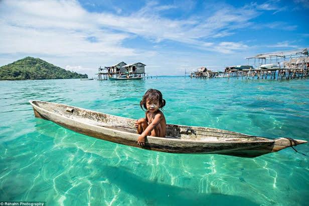 imagem do povo de Bajau mergulhadores