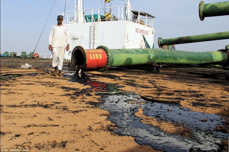 imgem de trabalhadores em Desmanche de navios