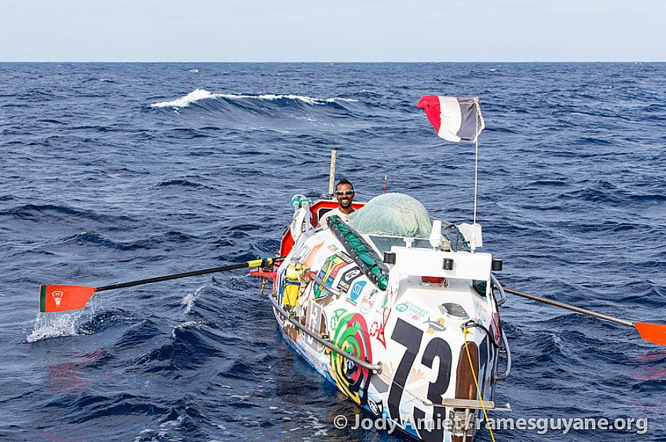 imagem de corrida de barcos a remo