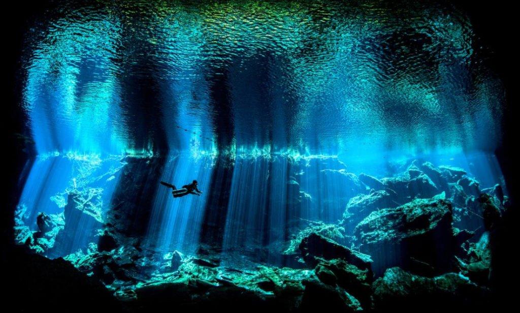 foto submarina de caverna na península de yucatan