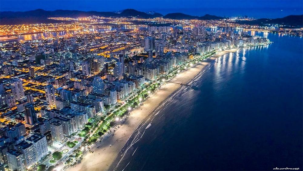 imagem noturna de Santos e Adaptação das cidades às mudanças do clima