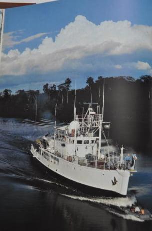 imagem do Calypso, de Jacques Cousteau, na amazônia