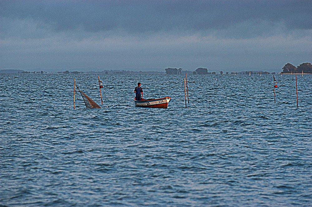 imagem de pesca artesanal e seus grandes danos