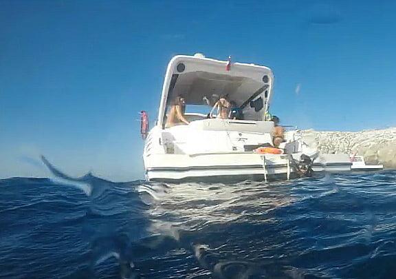 imagem da lancha M & P IV de caçadores submarinos