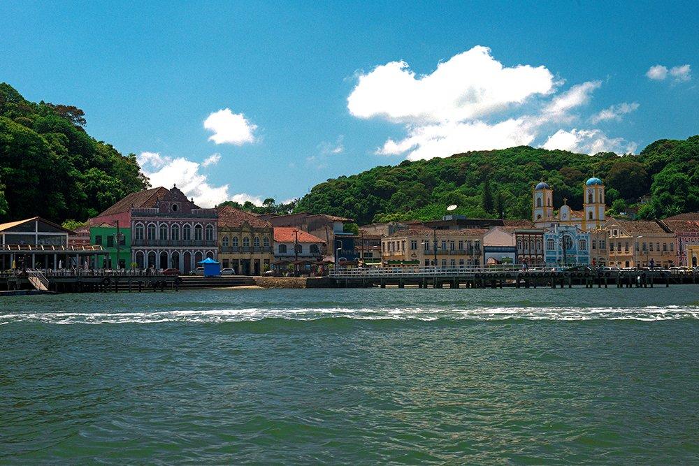 Baía da Babitonga, porto ameaça santuário de golfinhos