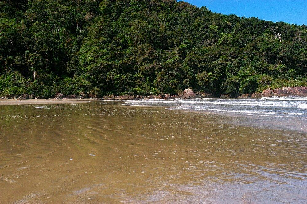 imagem da praia de Caramborê, Litoral centro, e sul de São Paulo