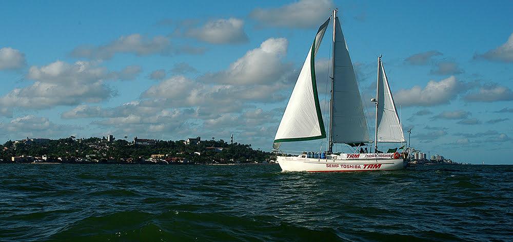 imagem do veleiro mar sem fim em frente a Olinda